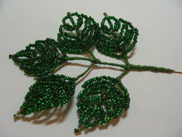 Розы из бисера листочки мастер класс